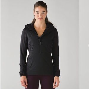 Lululemon Run for Cold Pullover in Black